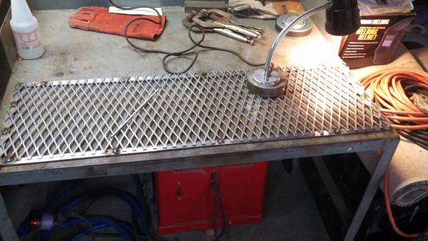 Making expanded metal safety screens