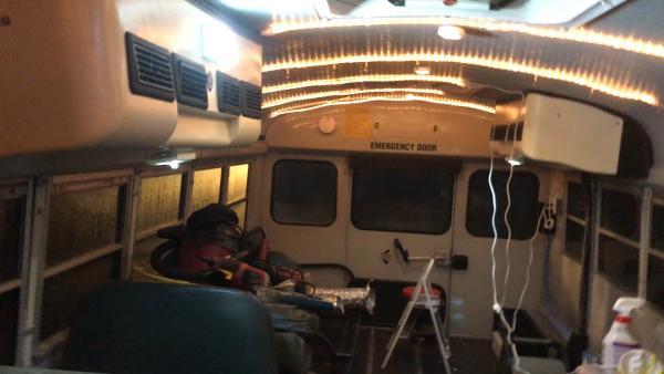 Bus still215