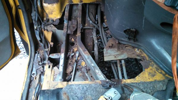 20160613 E350 Corbeil driver side floor rust