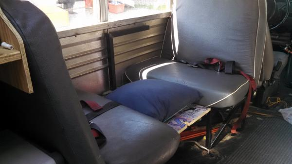 20160723 Elf bus E350 Corbeil Bed Dinette