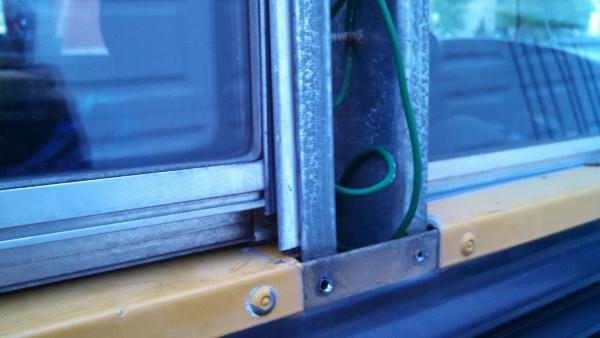 20160731 Elf Bus E350 Corbeil window detail