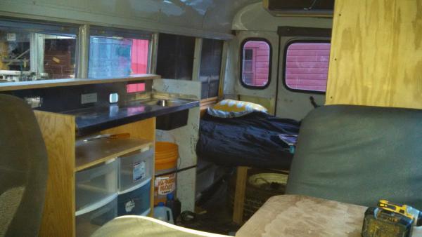 20160731 Elf Bus E350 Corbeil interior sink