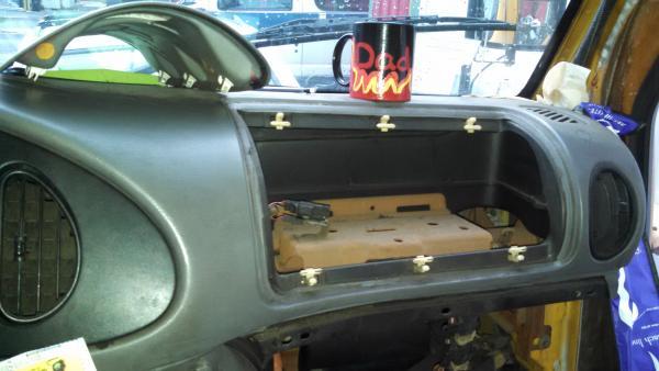 20160814 Elf Bus E350 Corbeil passenger empty airbag storage